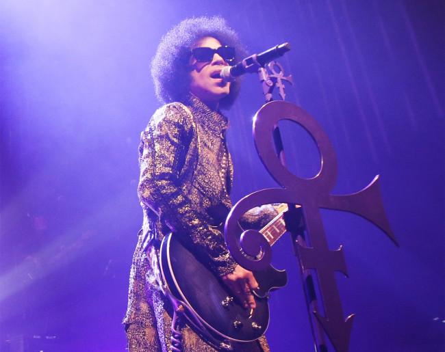 """Prince, le 9 avril 2015 au Fox Theatre de Detroit (Michigan, Etats-Unis) pendant sa tournée """"HitnRun""""."""